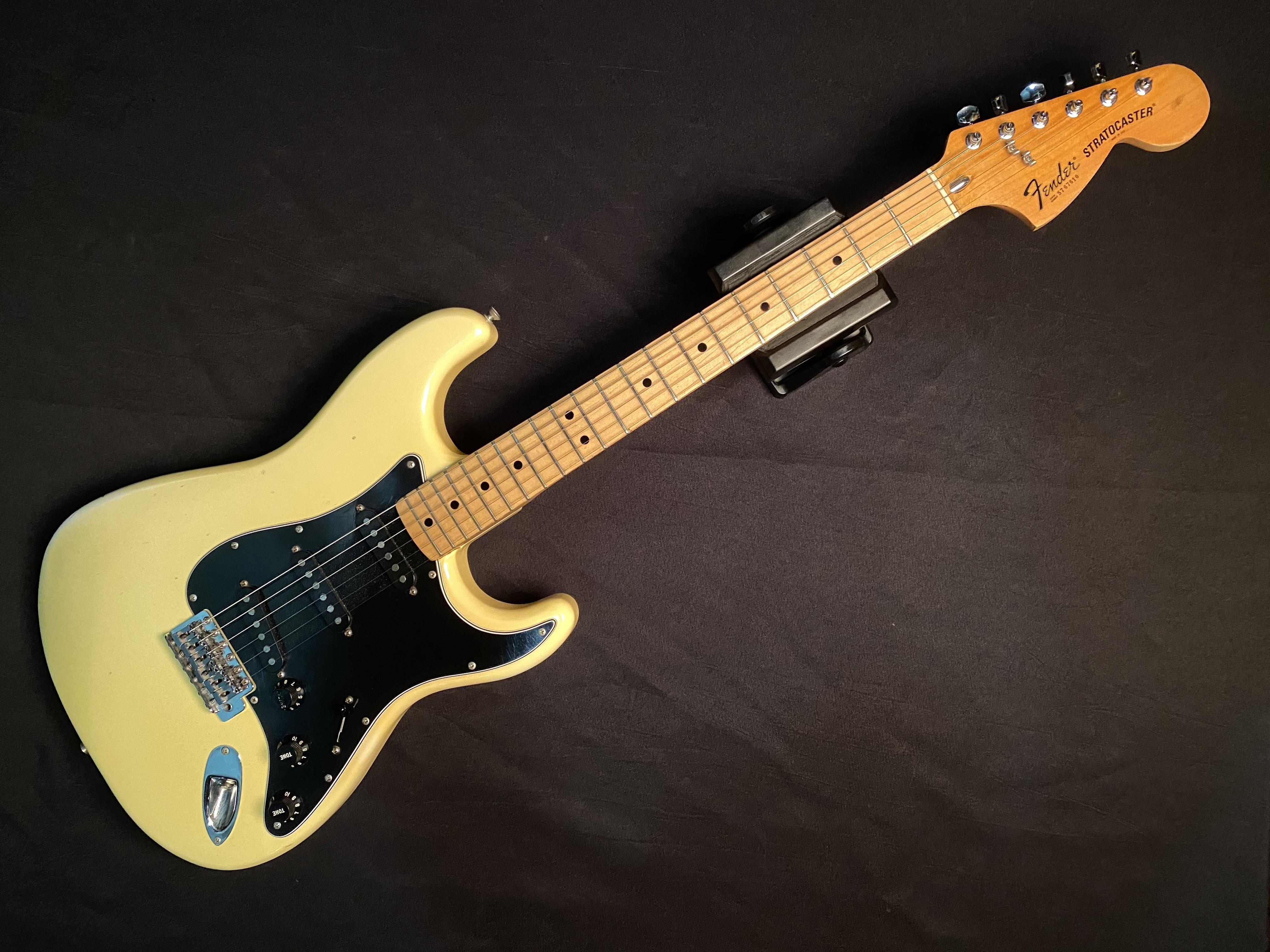 1977 FENDER - STRATOCASTER - ELECTRIC GUITAR