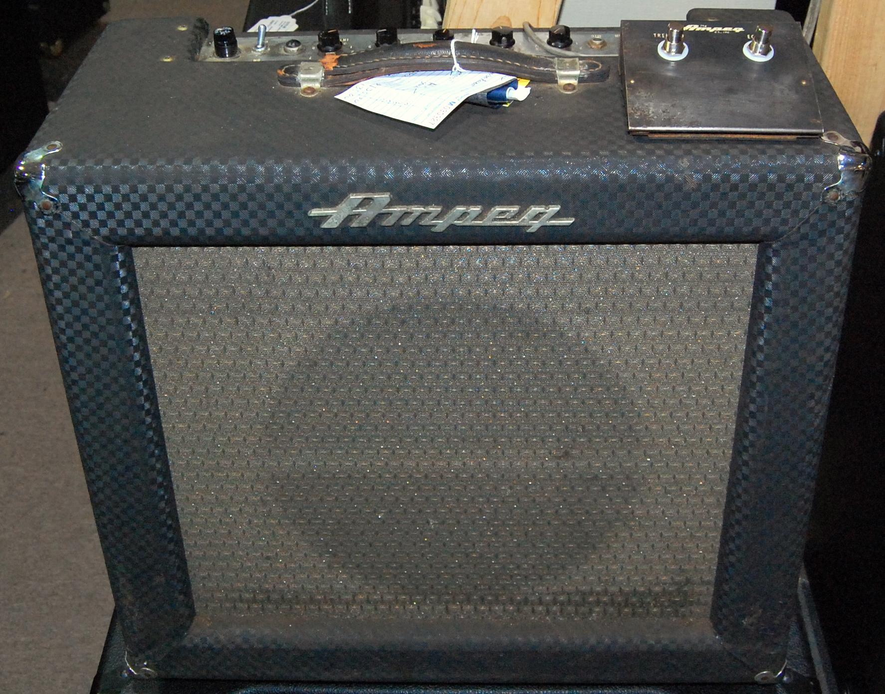 AMPEG - REVERBEROCKET - Tube Guitar Combo Amplifier Amp