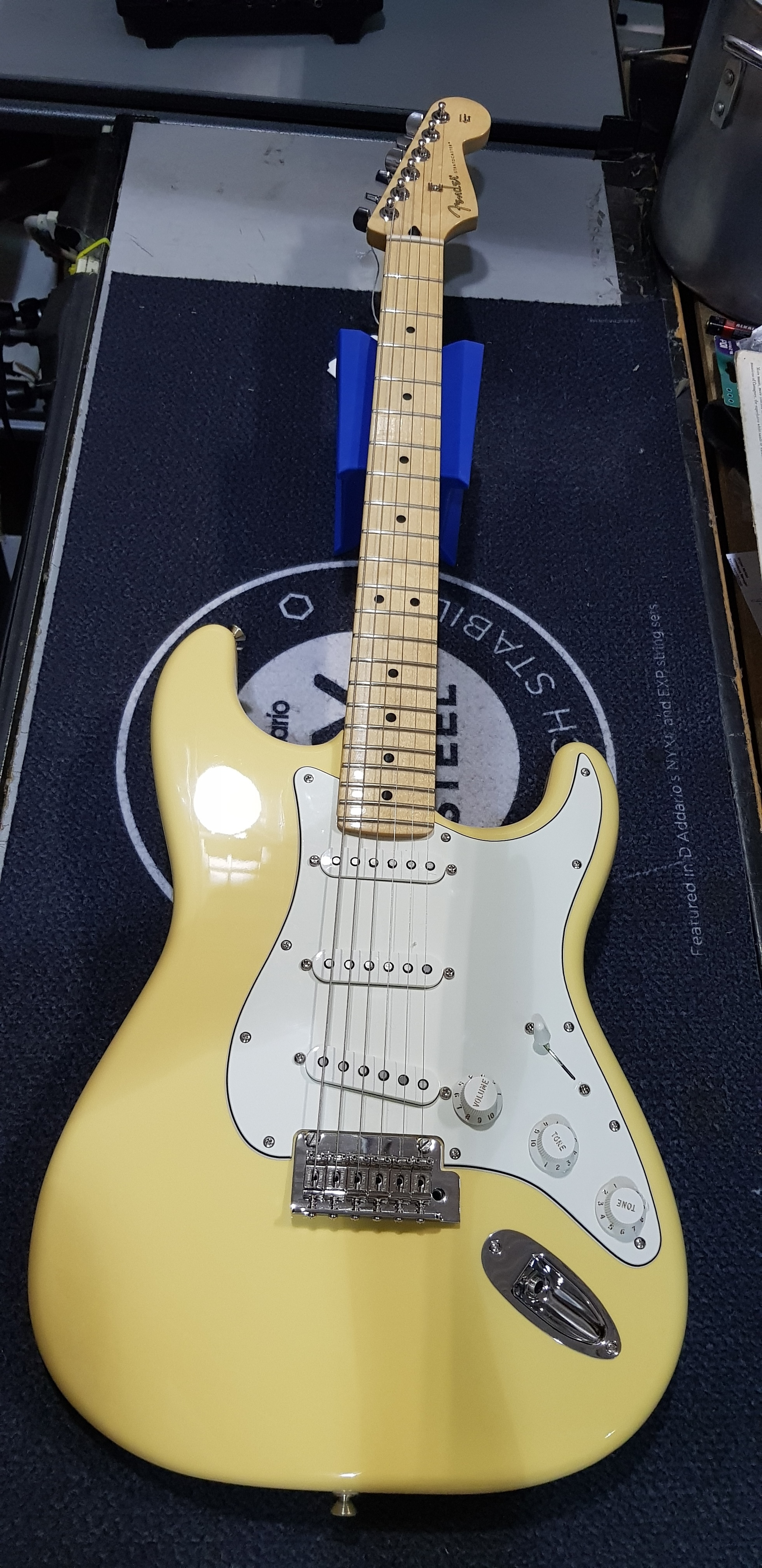 2018 FENDER PLAYER STRATOCASTER Electric Guitar w/ Gig-bag - Buttercream