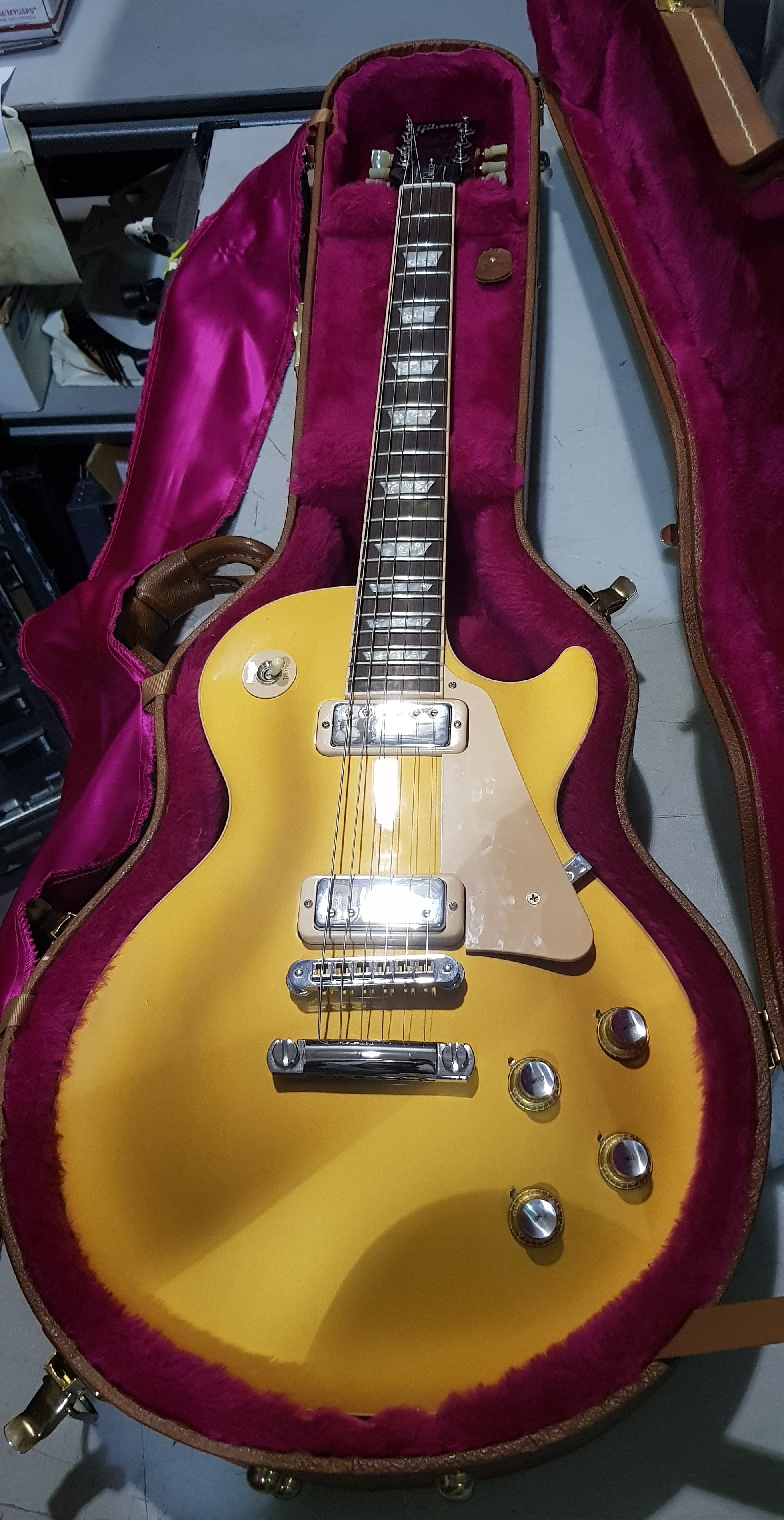 2001 GIBSON Les Paul Deluxe Goldtop Electric Guitar **HSC**