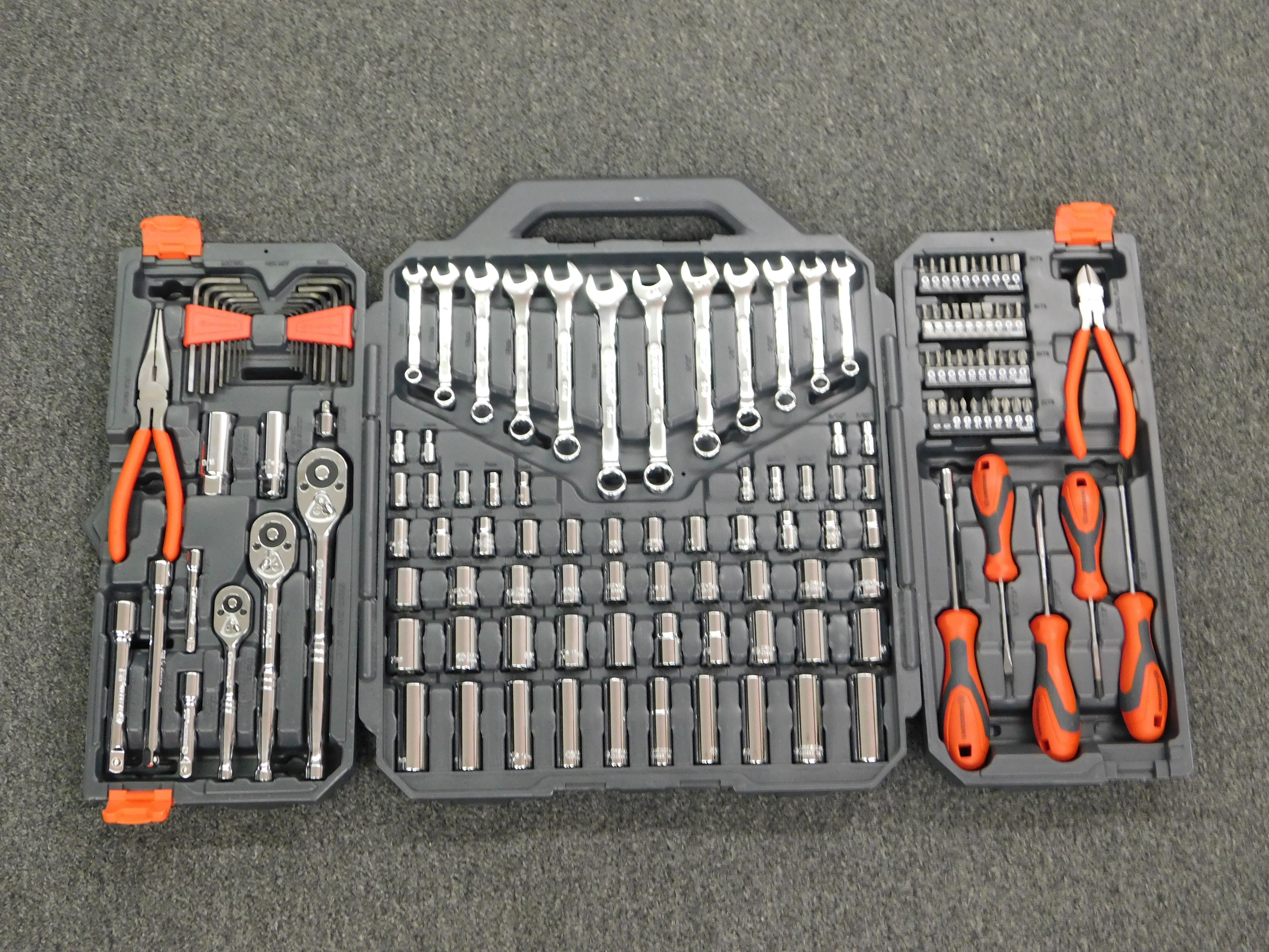 CRESCENT 142 PC 1/4 IN., 3/8 IN. AND 1/2 IN. DRIVE SAE/METRIC MECHANICS KIT