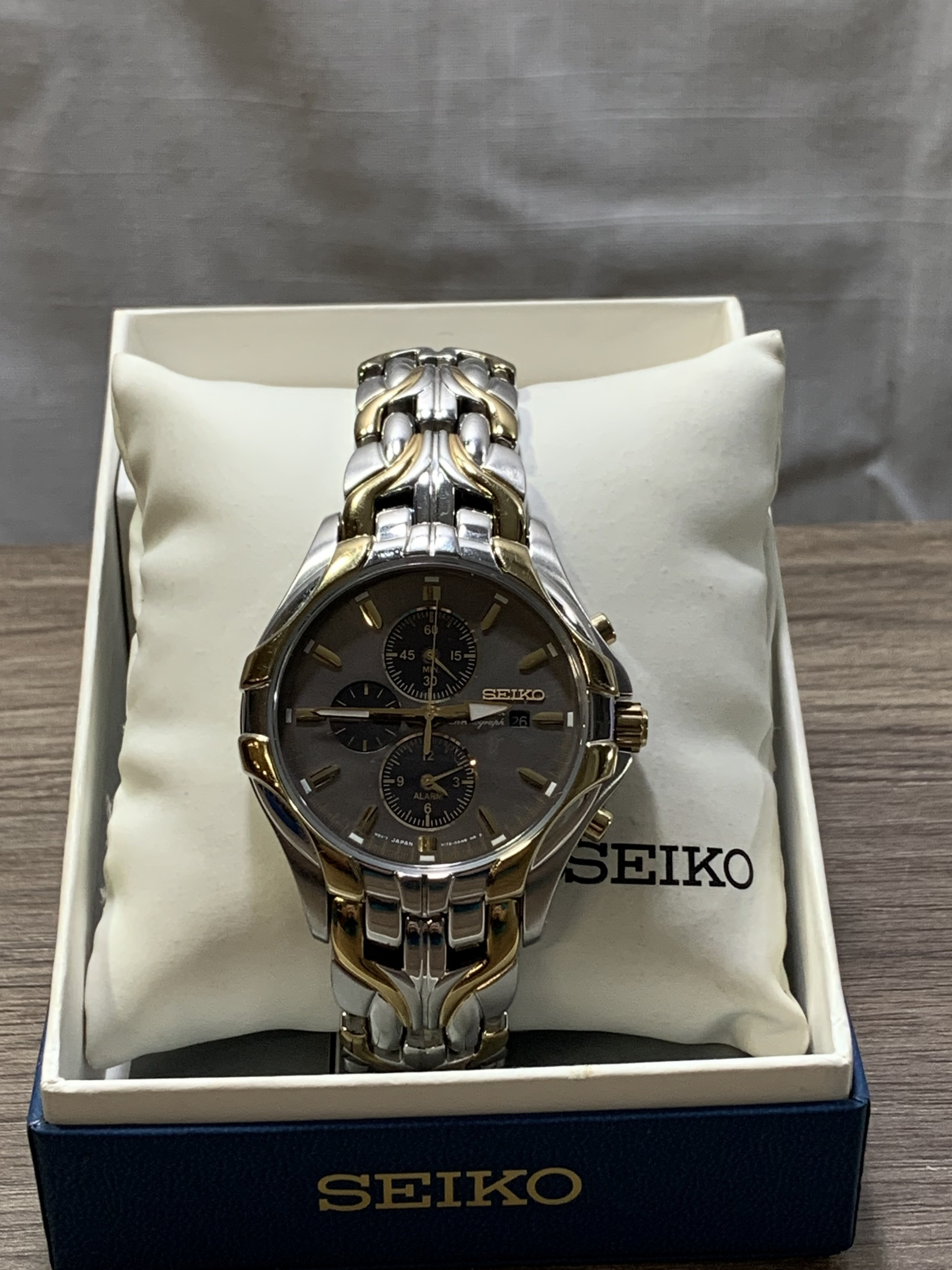 Seiko Solar Powered Chronograph Mens Two-Toned Deluxe Prestige Watch