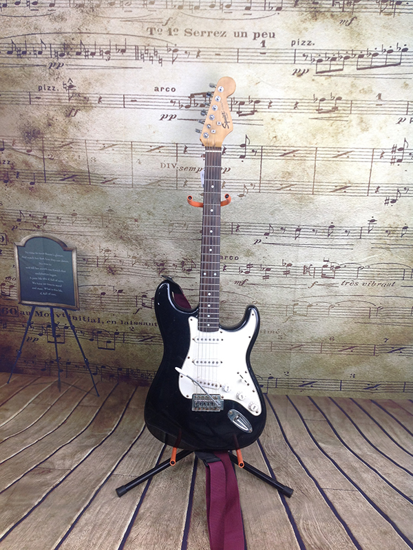 FENDER - STRATOCASTER - GUITAR MUSICAL INSTRUMENT