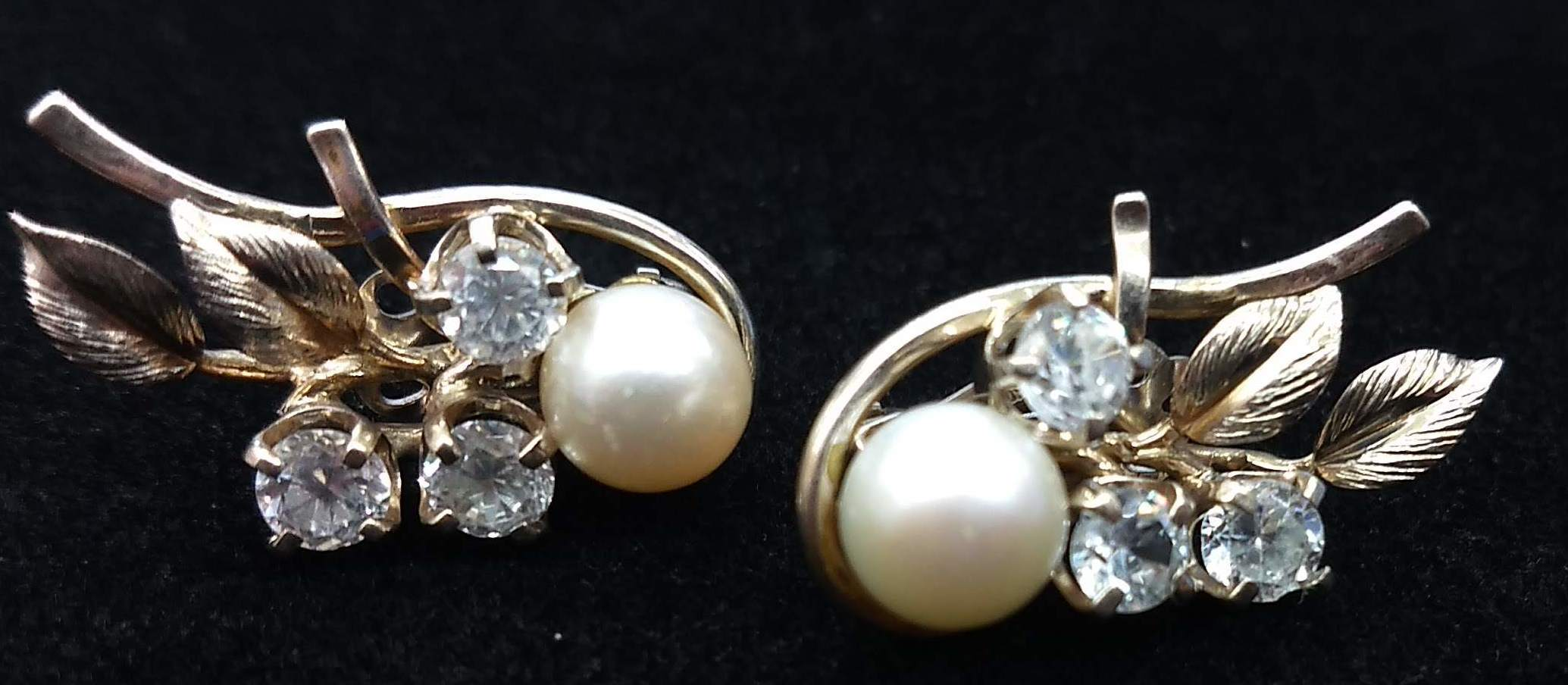 Vintage Ming's Hawaii 9 mm Pearl and Cubic Zirconia 14K White Gold EarringsVintage Ming's Hawaii 9 mm Pearl and Cubic Zirconia 14K White Gold Earrings