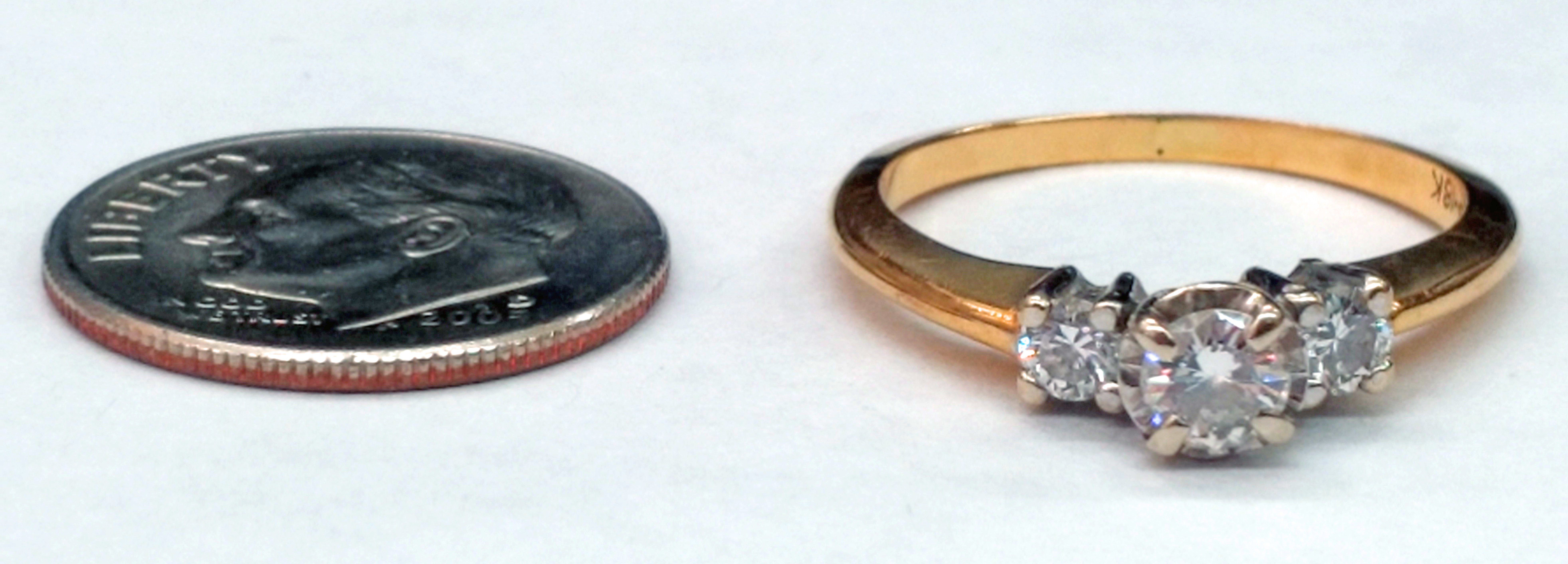 3 Round Brilliant Cut Diamonds and 18kt Yellow Gold Ring - Size 6