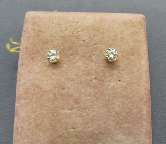 0.60 ctw Round Brilliant Cut Diamond Stud Earrings Set in 14kt Yellow Gold