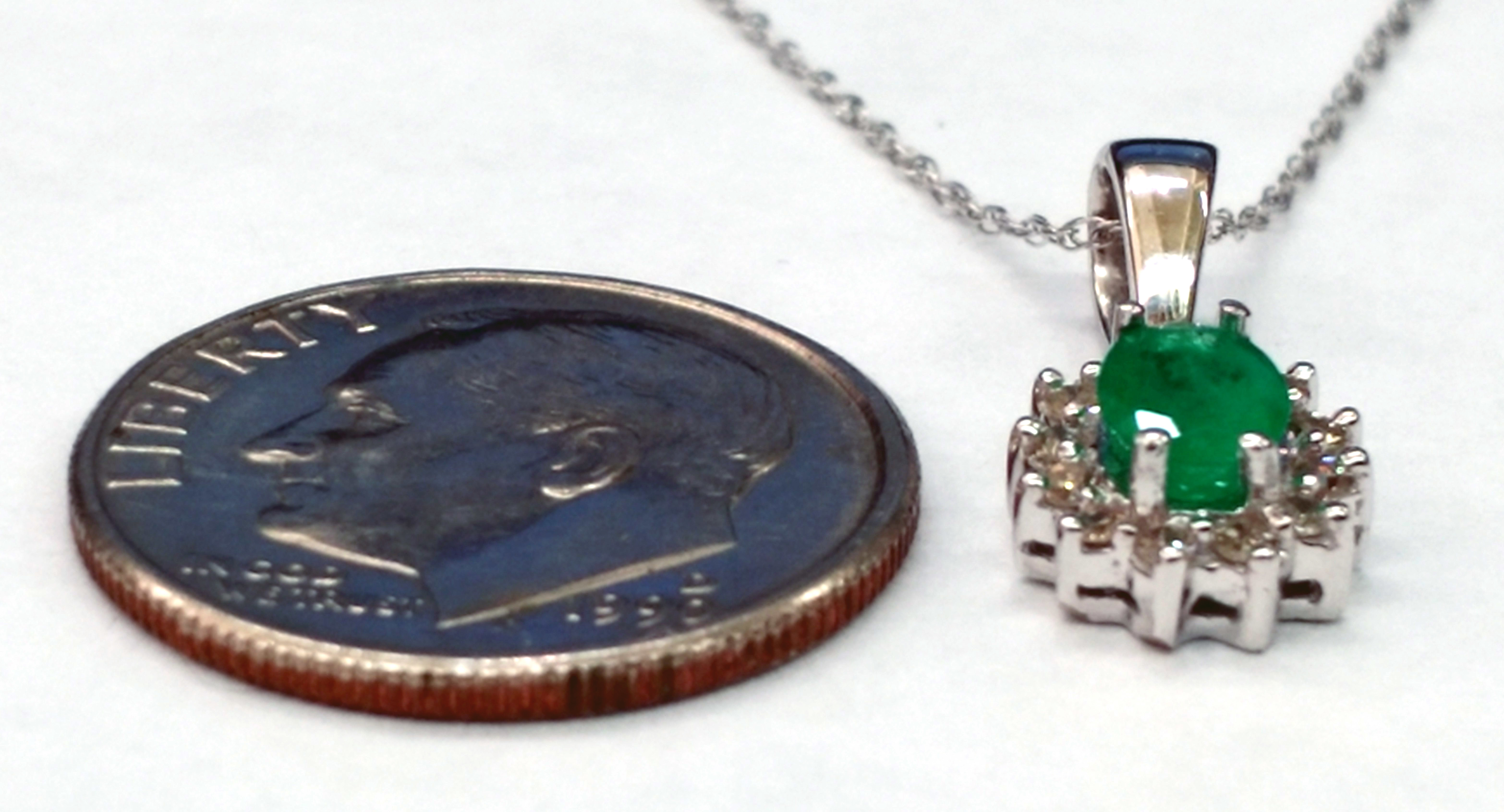 Oval Shape Emerald and Diamonds 14kt White Gold Necklace with 16