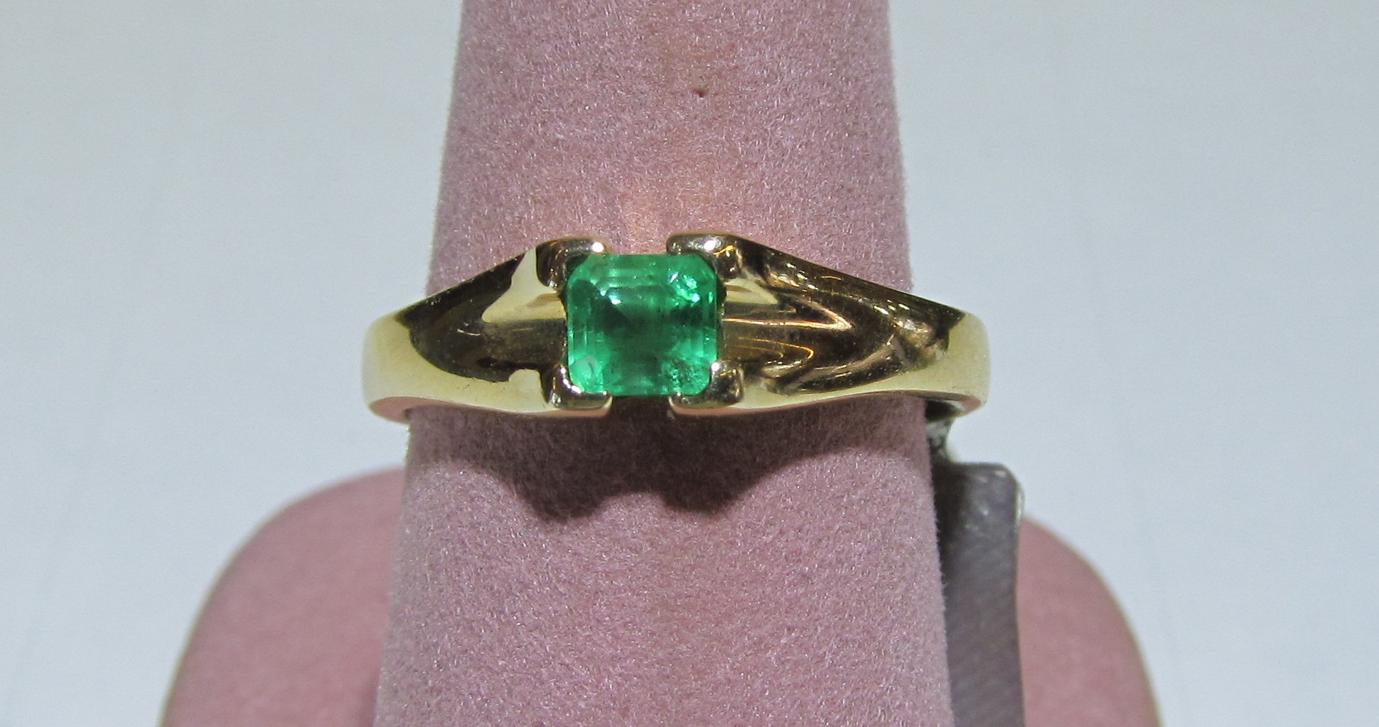 Emerald 0.39 Carat Cushion Cut Ring Set in 14kt Yellow Gold - Size 7