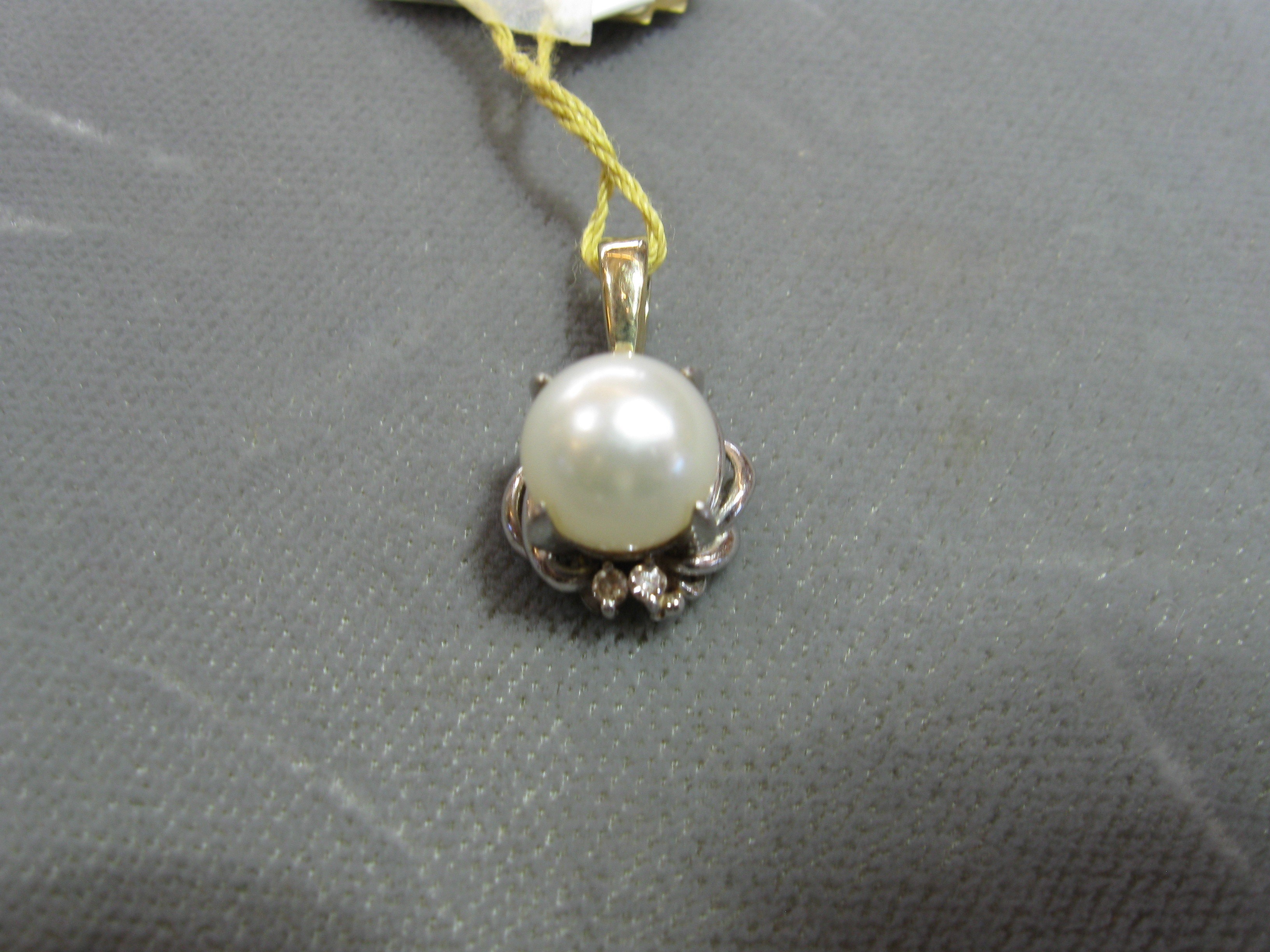 5 mm Round Pearl and 4 Round Brilliant Cut Diamonds Set in 14kt White Gold Pendant
