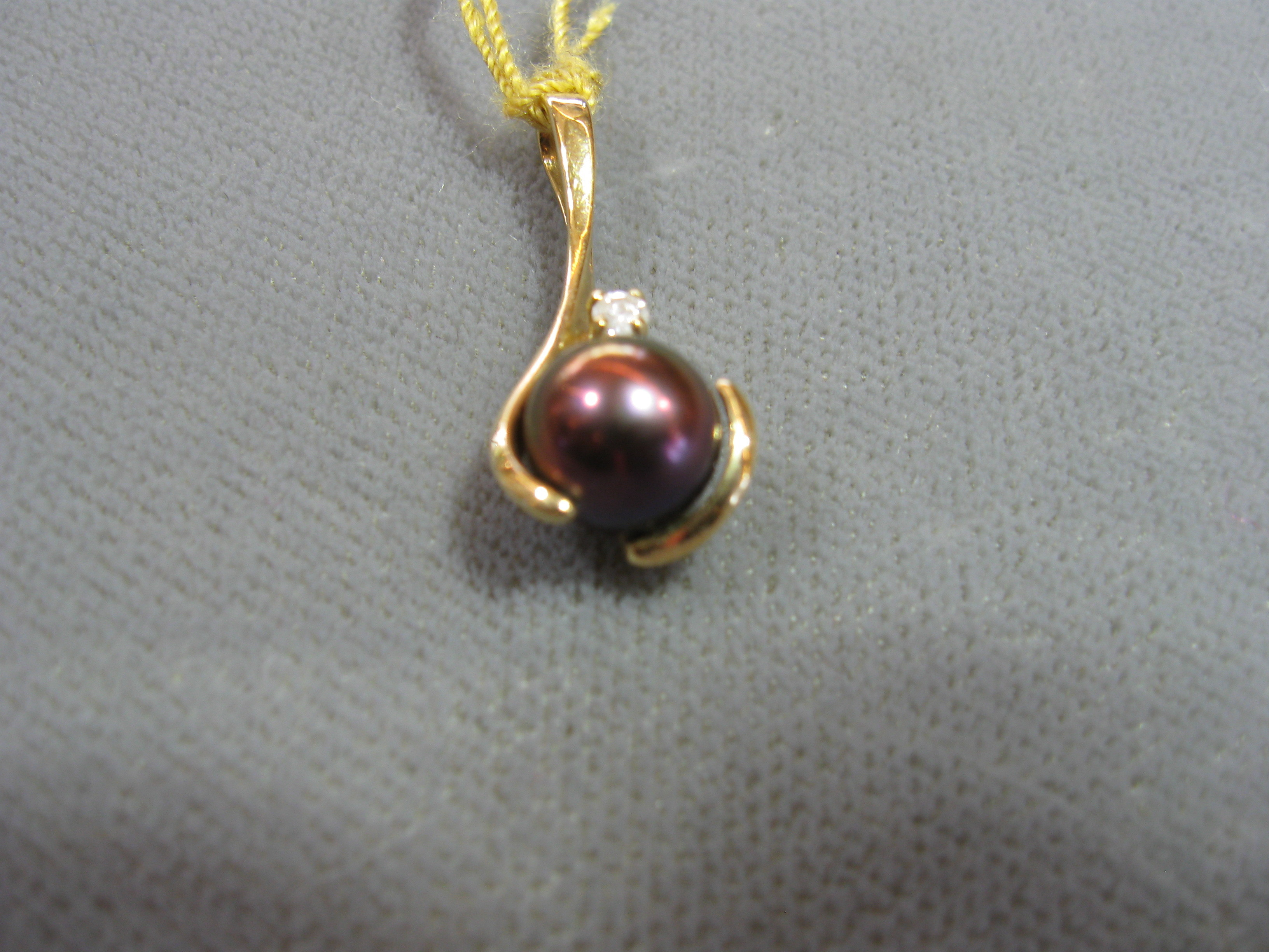 6.8 mm Pearl and Round Cut Diamond Pendant Set in 14kt Yellow Gold