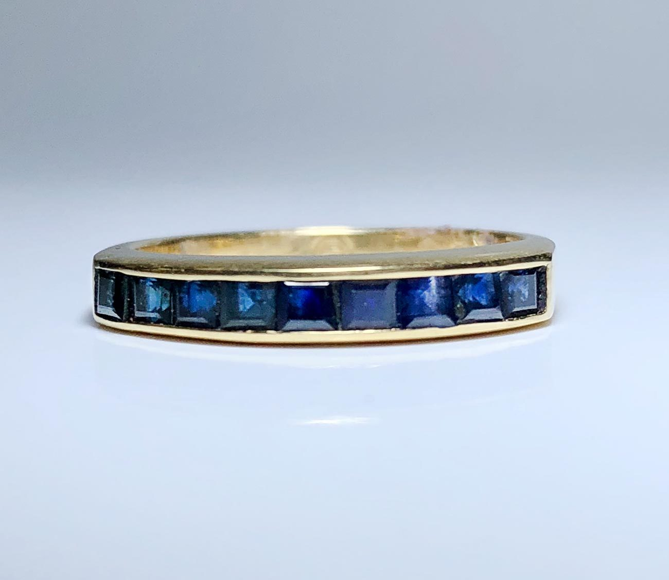 Ladies 18K Yellow Gold Sapphire Ring Band Size 6.25 I-12943
