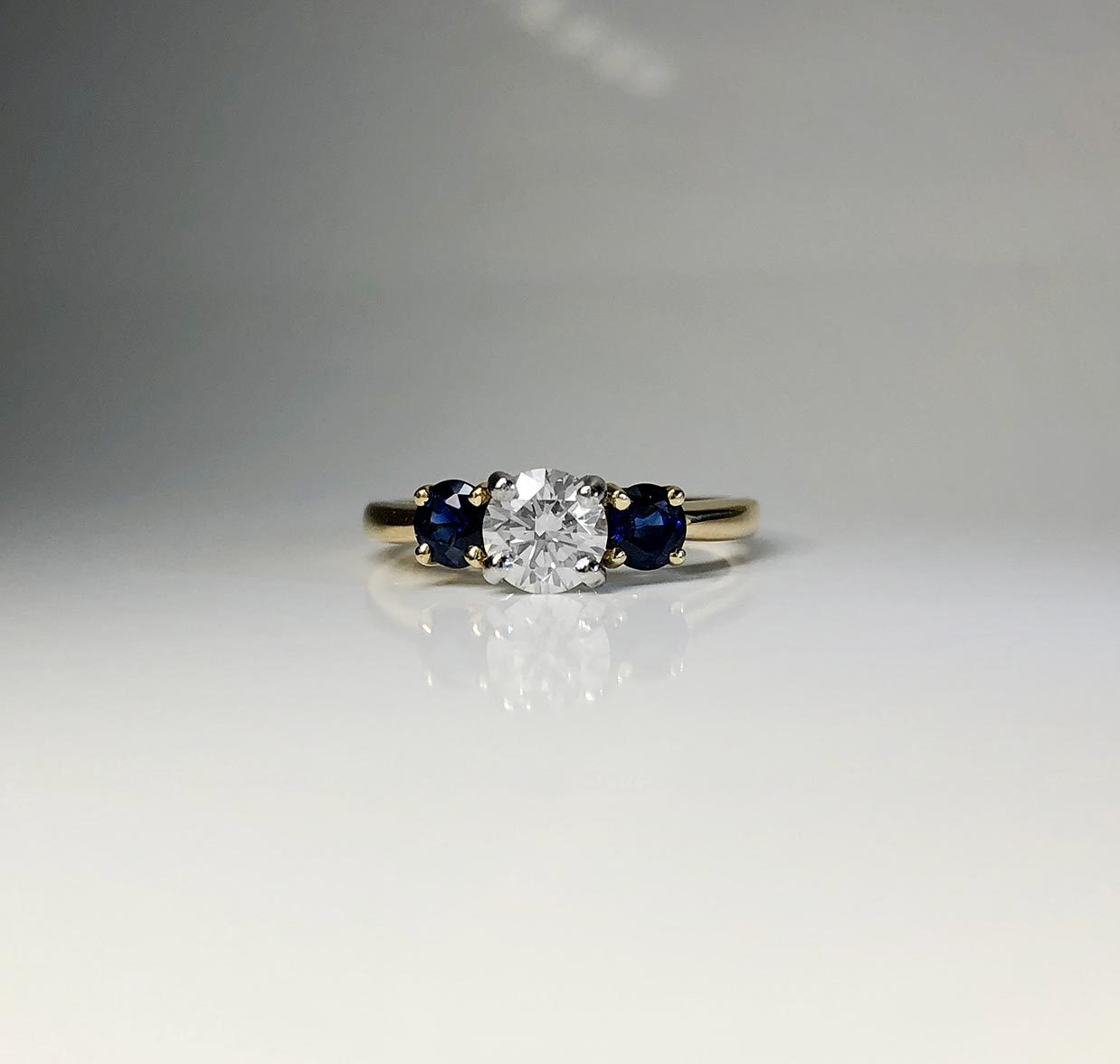 18K Yellow Gold Platinum Prong 0.56ct Diamond Sapphires Ring Size 6 I-12954