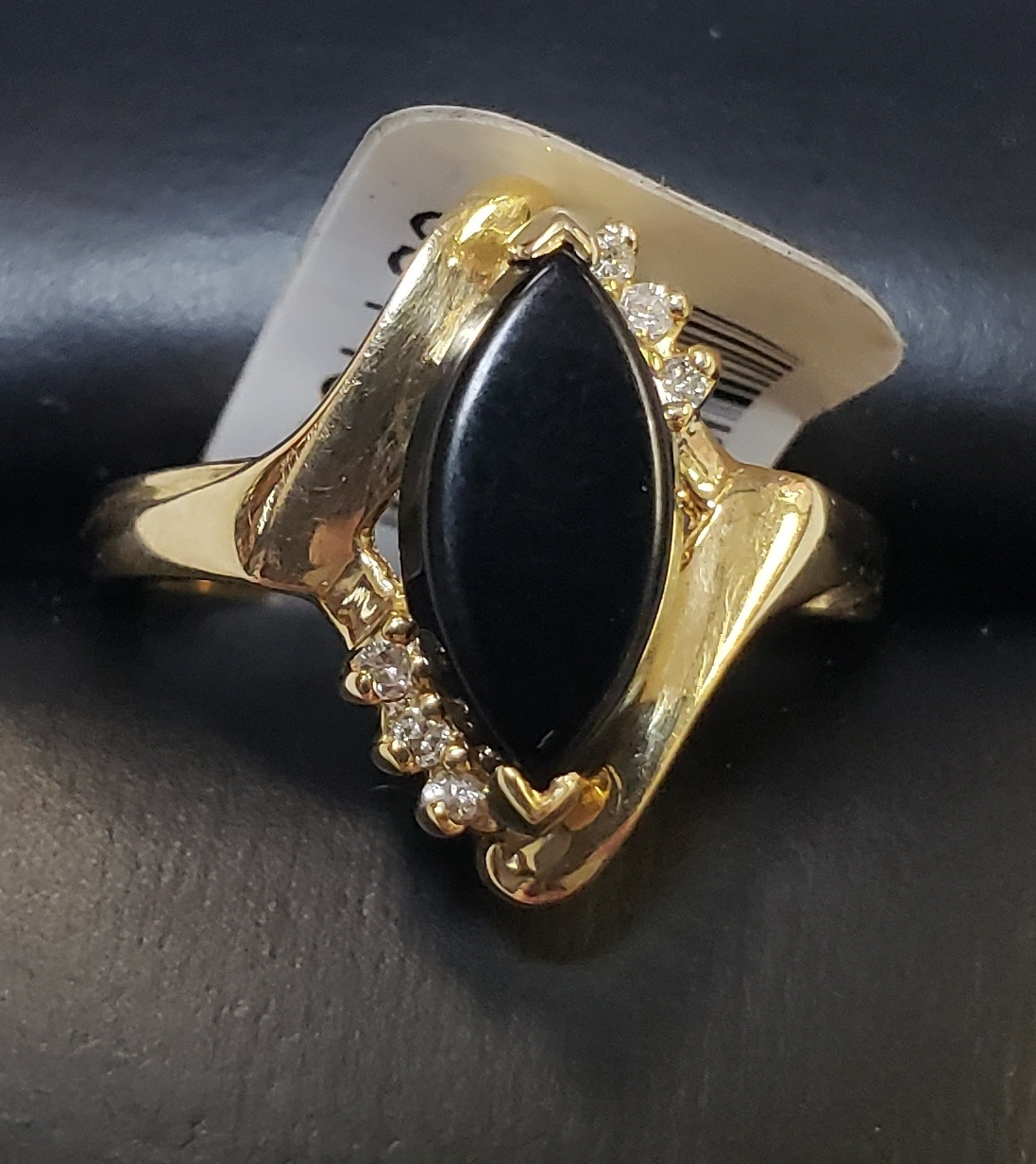 14KT - YELLOW GOLD - SIZE 5.5 - MARQ ONYX STONE W/ DIAMOND CHIPS RING