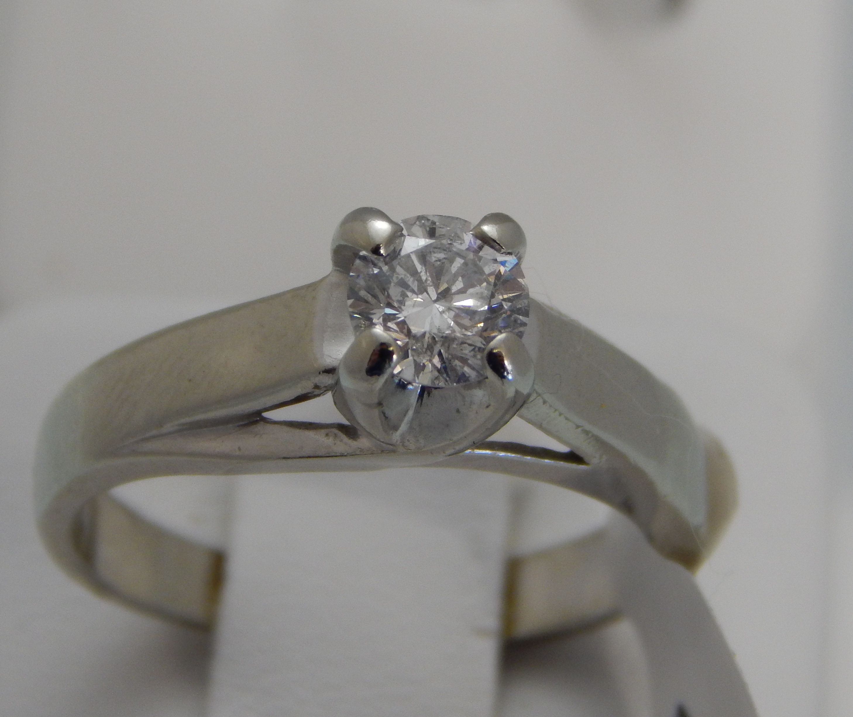 STUNNING .60CT 14K WHITE GOLD DIAMOND SOLITAIRE RING