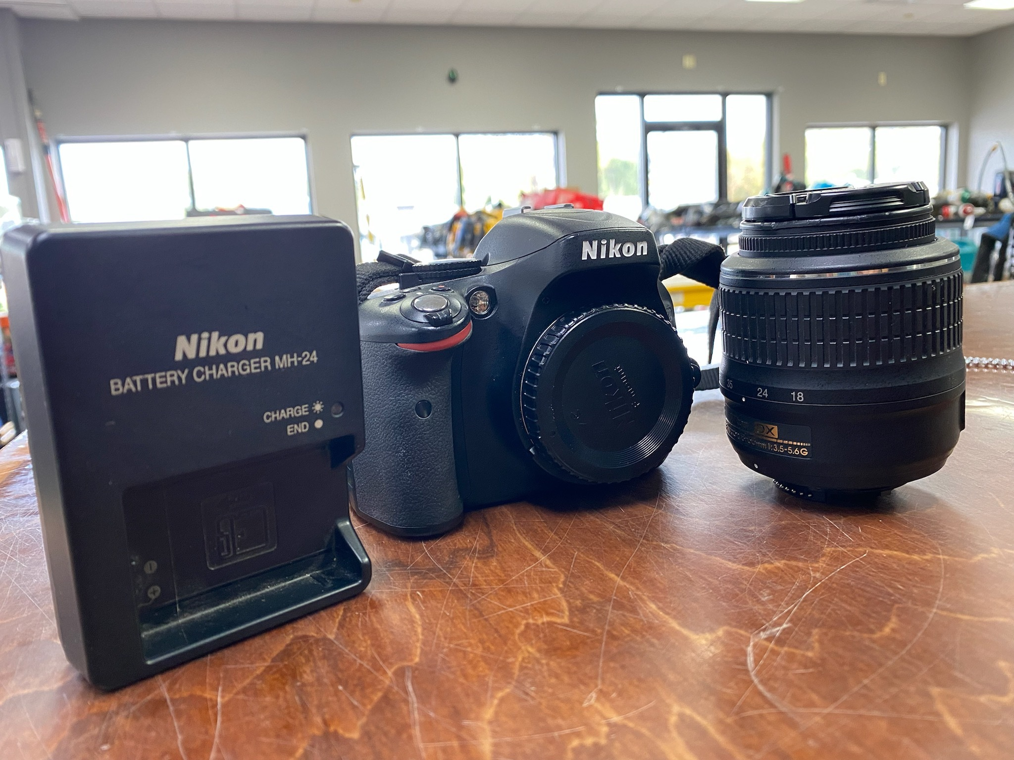 NIKON CAMERA W/ 18-55MM LENS CHARGER AND BATTERY 33629-1