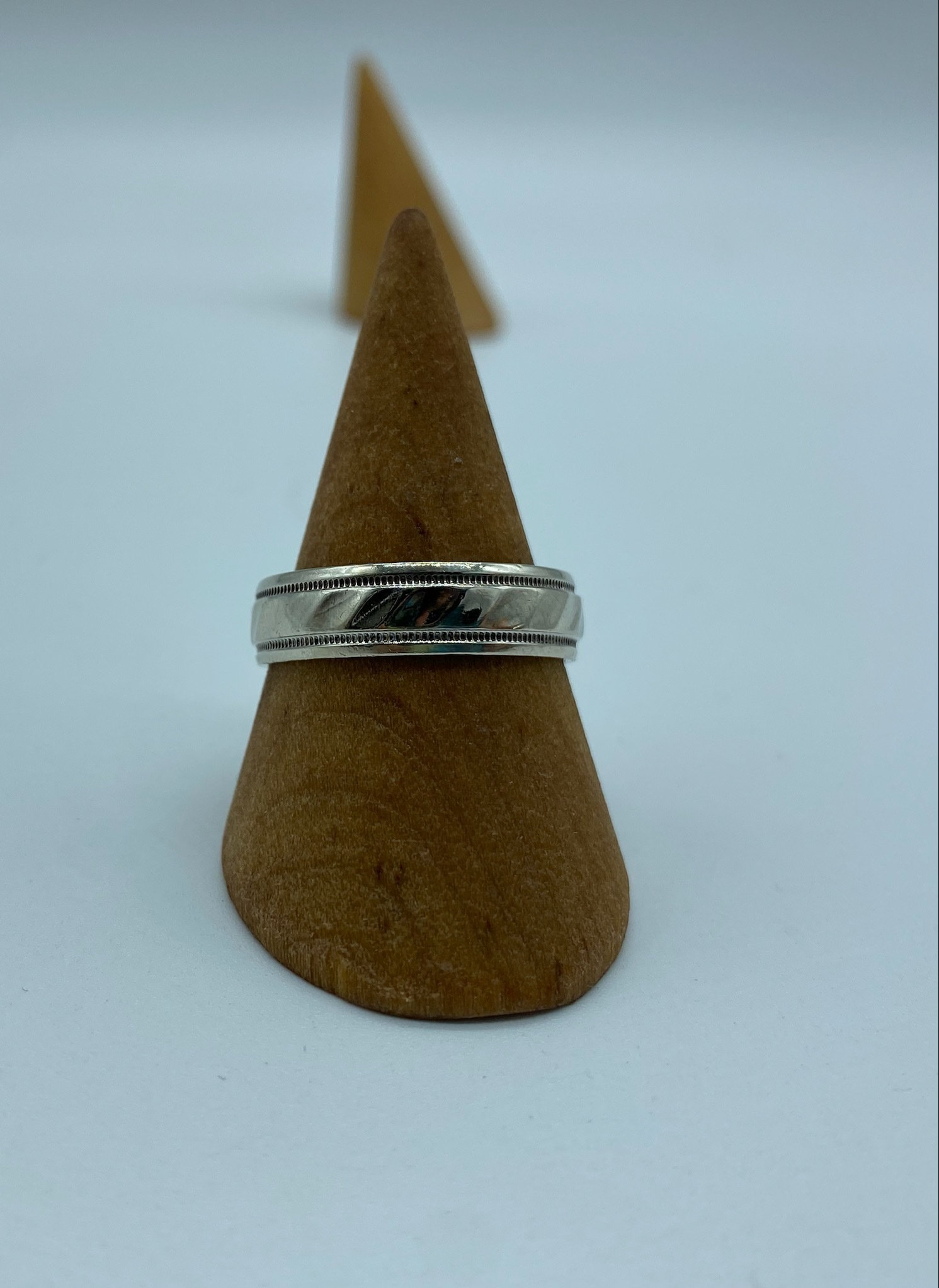 RING SIZE 8 WHTE GOLD MENS BAND 33643-1