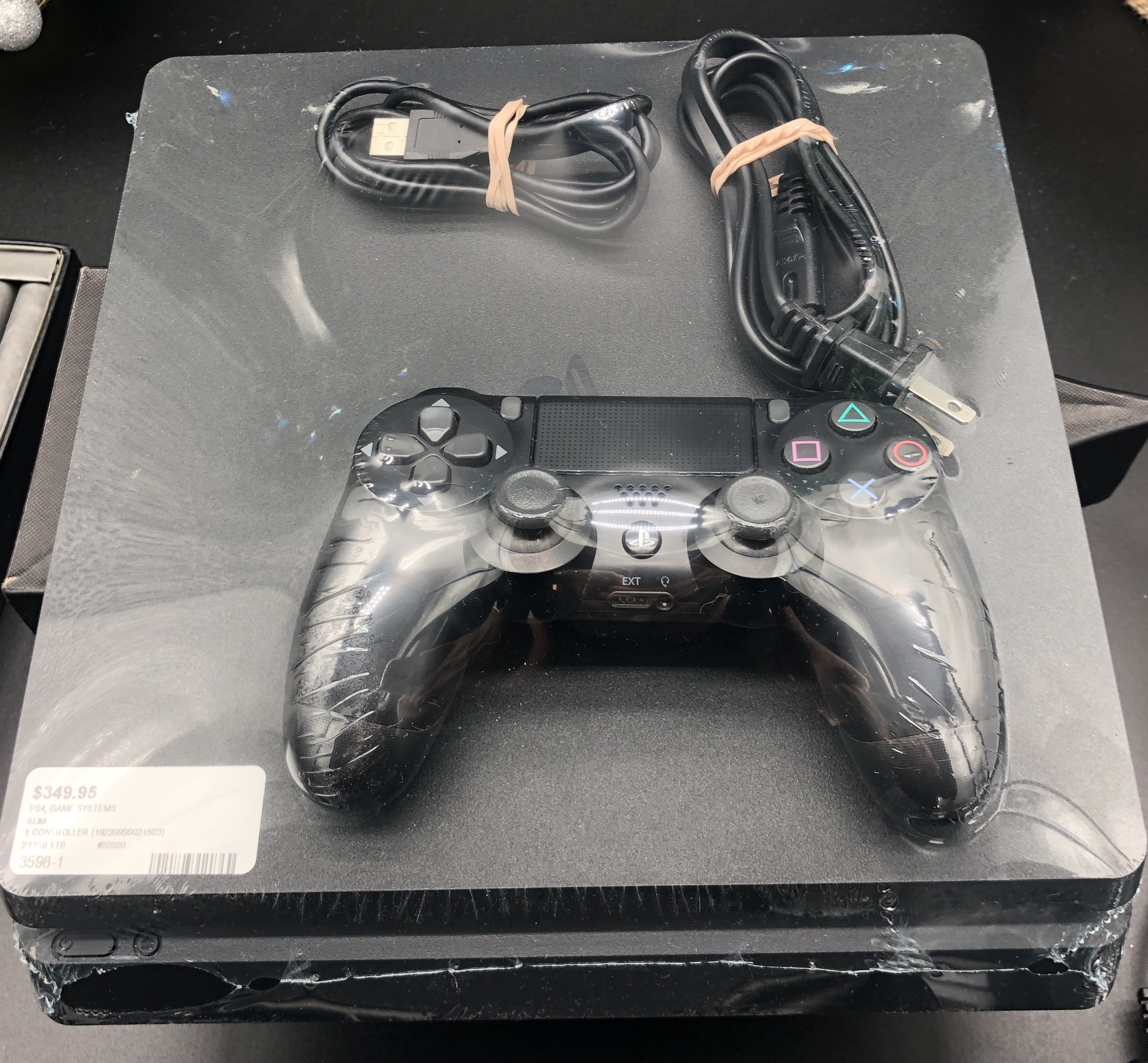 SLIM - 2115B 1TB - PS4 GAME SYSTEMS