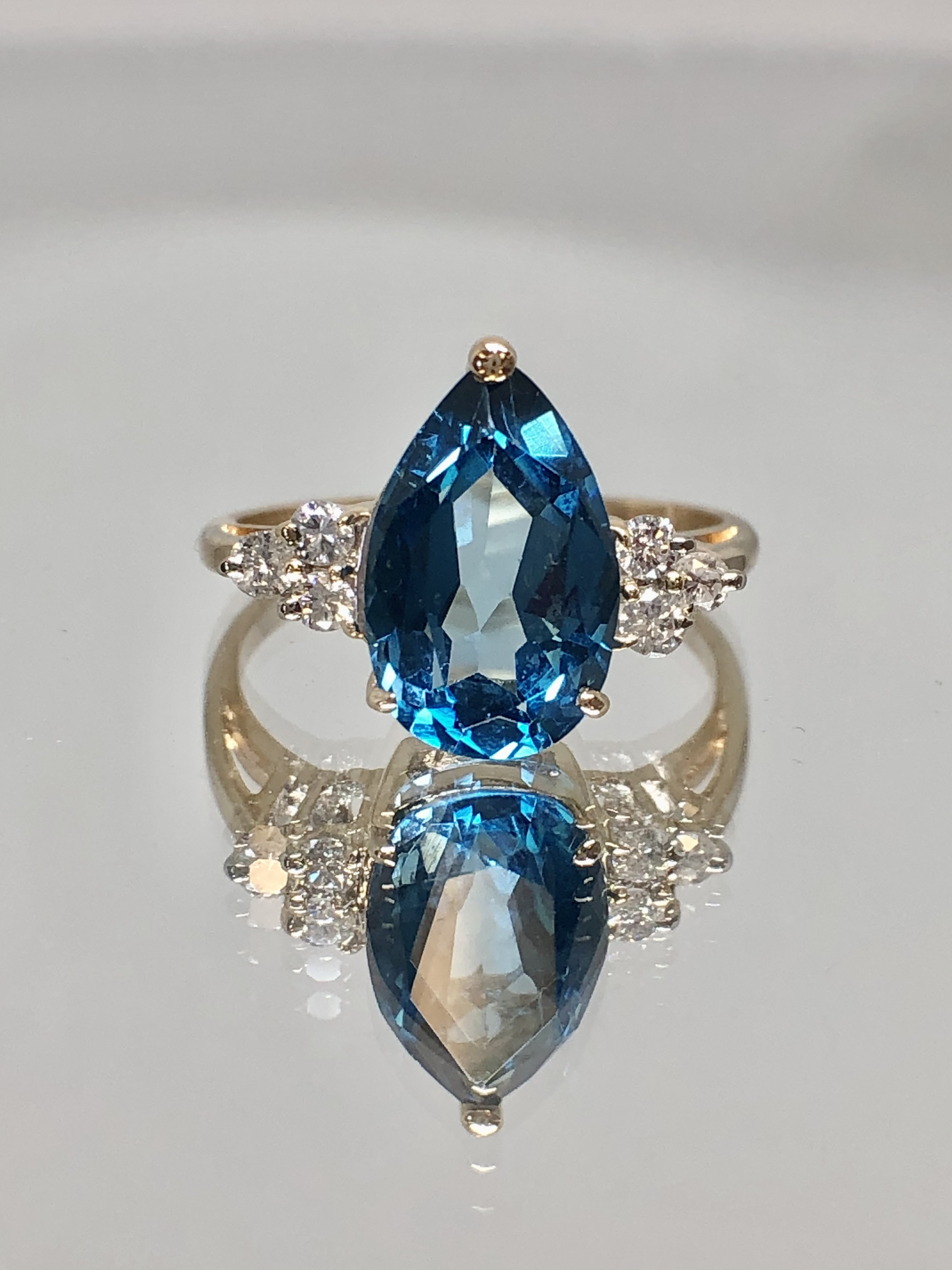 14K YELLOW GOLD DIAMOND AND PEAR SHAPED BLUE TOPAZ RING